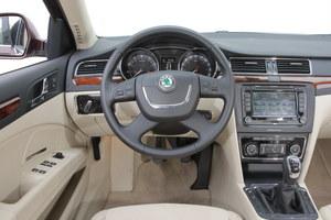 Na zdjęciu bazowy Comfort z irracjonalnie rozbudowanym wyposażeniem dodatkowym. Taką wersję można kupić już za 40-45 tys. zł (z 2009 r.). /Motor