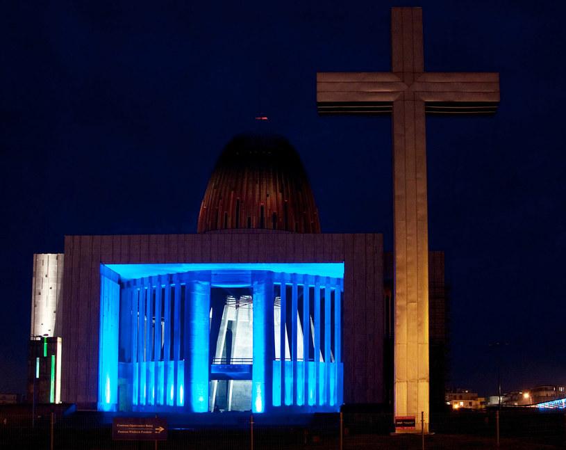 Na zdjęciu iluminacja Świątyni Opatrznosci Bożej /ZOFIA I MAREK BAZAK  /East News
