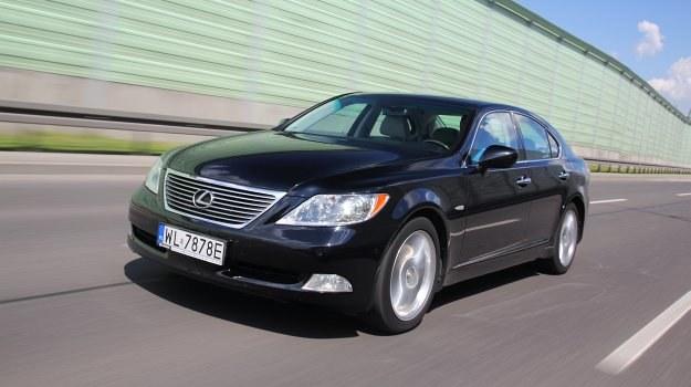 Na zdjęciu LS 460 z 2007 r. w idealnym stanie z przebiegiem 180 000 km. Cena rynkowa – około 80 tys. zł. /Motor