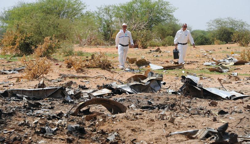 Na zdjęciu miejsce, gdzie spadł samolot /SIA KAMBOU /AFP