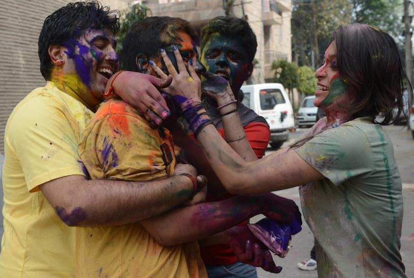 Na zdjęciu: Obchody święta Holi w New Delhi, 27 marca 2013 /RAVEENDRAN /AFP