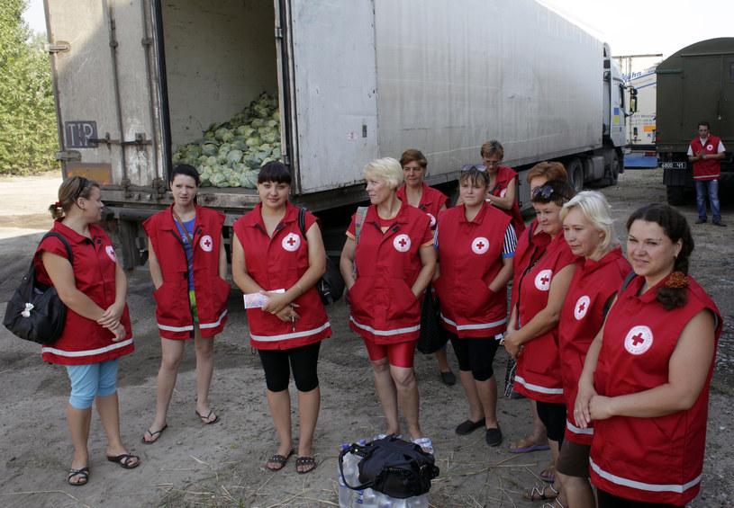 Na zdjęciu pracownice Ukraińskiego Czerwonego Krzyża przed odjazdem konwoju /ANATOLII STEPANOV /AFP
