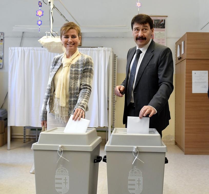 Na zdjęciu prezydent Węgier Janos Ader z żoną Anitą /PAP/EPA