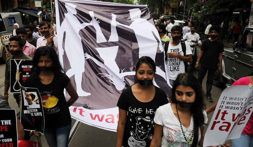 Na zdjęciu protesty przeciwko gwałtom w Indiach /DIBYANGSHU SARKAR /AFP
