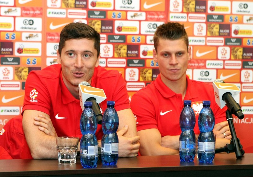 Na zdjęciu Robert Lewandowski (z lewej) i Łukasz Piszczek /Leszek Fidusiewicz /Reporter