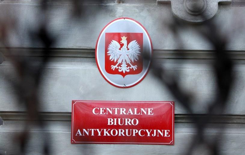 Na zdjęciu tablica Centralnego Biura Antykorupcyjnego /Stanisław Kowalczuk /East News