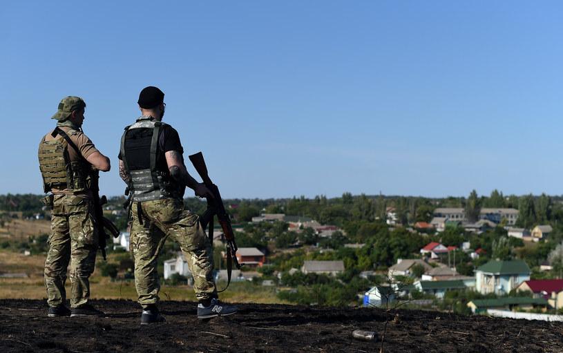 Na zdjęciu ukraińscy żołnierze patrolują przedmieścia Mariupolu, 30 sierpnia /FRANCISCO LEONG /AFP