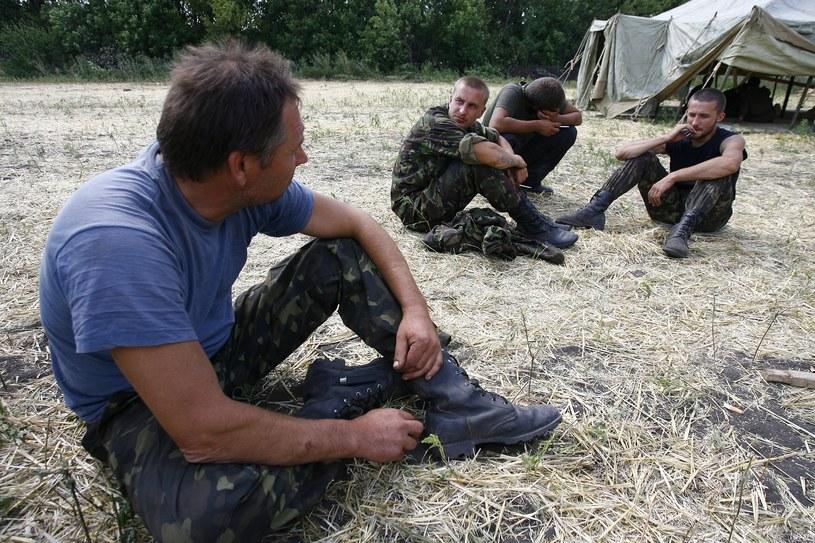 Na zdjęciu ukraińscy żołnierze w obozie w przygranicznej wsi Gukowo, 4 sierpnia /SERGEI VENYAVSKY /AFP