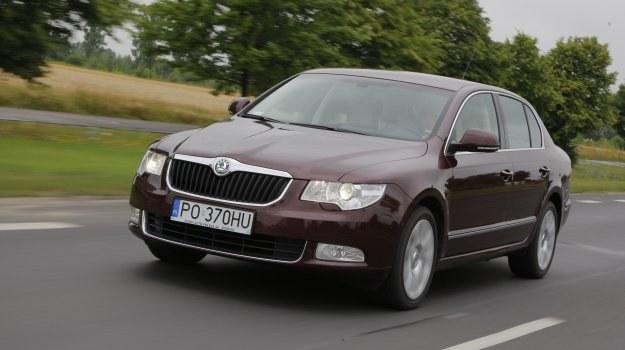 Na zdjęciu wersja 1.8 TSI z 2008 roku w odmianie Comfort. Samochód ma o 5 cm dłuższy rozstaw osi niż VW Passat B6. /Motor