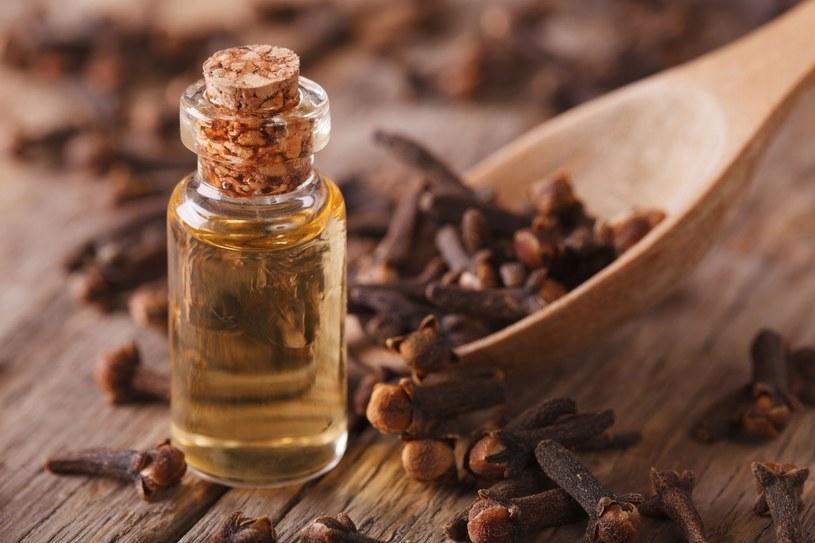 Nabywając perfumy oficjalną drogą, mamy pewność, że ich aromat będzie zgodny z oryginalnym zamysłem twórcy /123RF/PICSEL