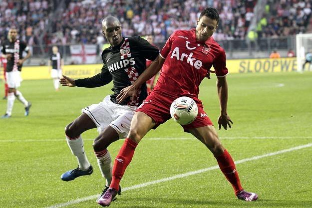 Nacer Chadli (z prawej), piłkarz Twente Enschede /AFP