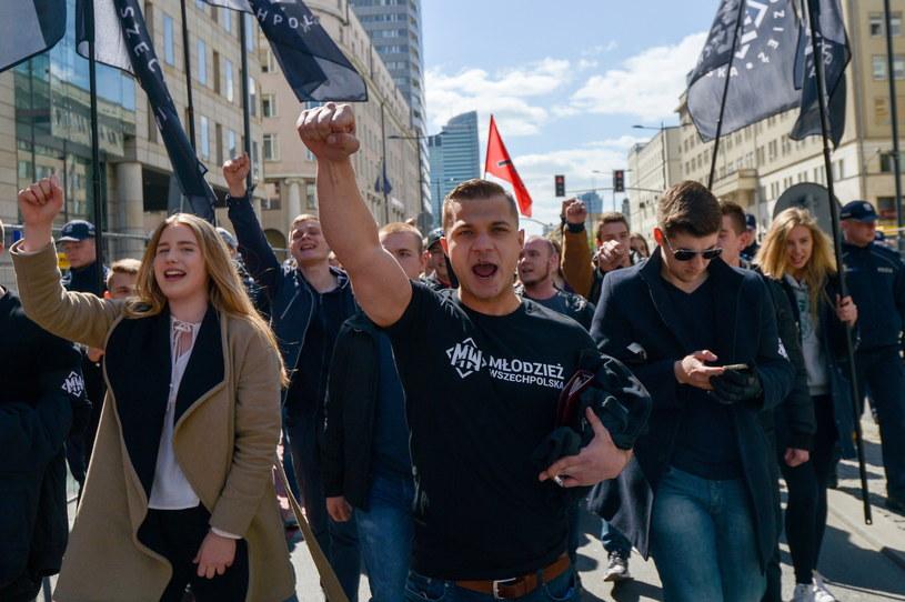 """""""Nacjonalistyczny Pochód Pierwszomajowy"""" w Warszawie /Marcin Obara /PAP"""