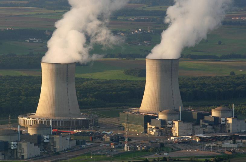 """Nad francuskimi elektrowniami atomowymi zaobserwowano """"podobne do samolotów bezzałogowych obiekty latające"""". /AFP"""