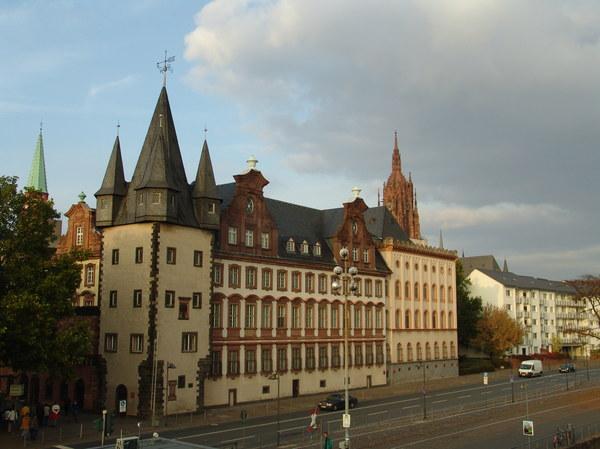 We Frankfurcie nad Menem urocze stare budowle łączone są z nowoczesnymi drapaczami chmur. W sumie szkoda...