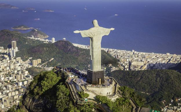Nad Rio de Janerio króluje figura Chrystusa /123/RF PICSEL