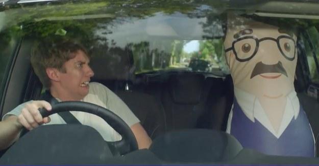 """""""Nadmuchiwany dorosły"""" motywuje młodego kierowcę bo bezpiecznej jazdy /"""