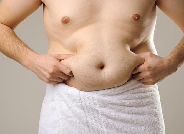Nadwaga ojca przed poczęciem dzieci może mieć wpływ na ich późniejsze kłopoty z wagą. /123RF/PICSEL