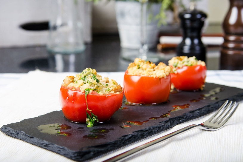 Nadziewane pomidory /©123RF/PICSEL
