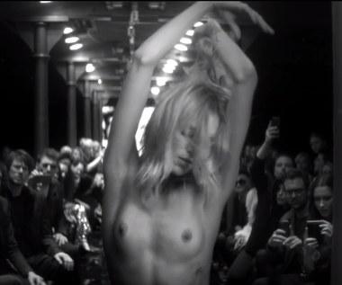 Naga Anja Rubik w klipie Mary Komasy