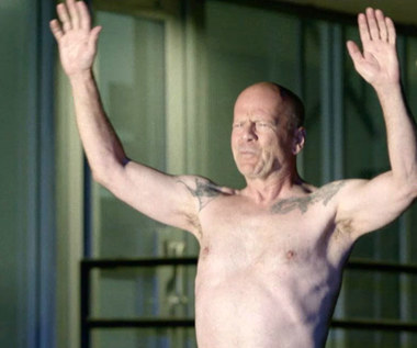 """Nagie pośladki Bruce'a Willisa w komedii """"Jak dogryźć mafii"""""""