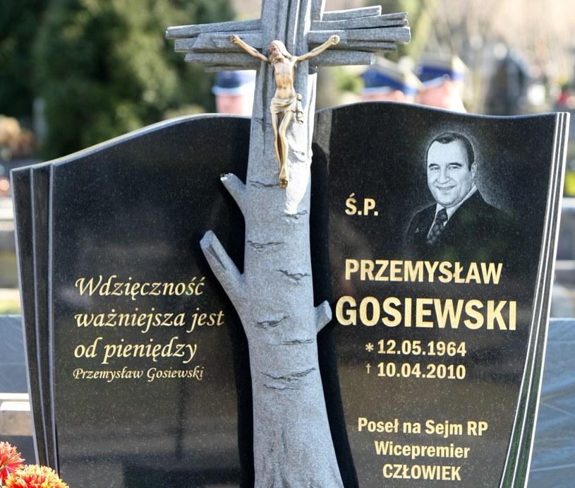 Nagrobek Przemysława Gosiewskiego /STANISLAW KOWALCZUK /East News