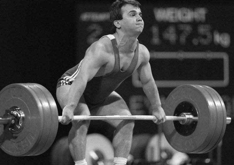 Naim Suleymanoglu podczas igrzysk w 1996 roku, kiedy zdobył trzecie złoto w karierze /AFP