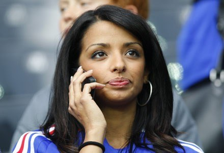 Najazd milionów kibiców może sparaliżować polską telekomunikację /AFP