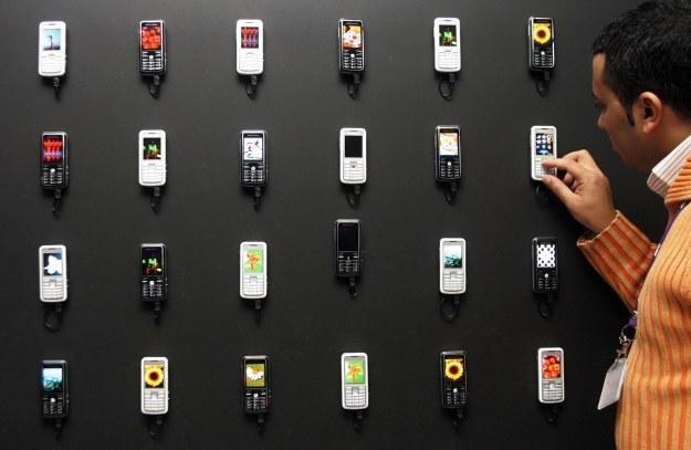 Najbardziej poszukiwanymi funkcjami nowych telefonów są dostęp do internetu, GPS i bluetooth /AFP