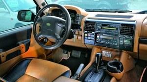 Najbogatsza odmiana HSE V8: skóra wysokiej  jakości, automatyczna klimatyzacja, a w bagażniku - zmieniarka CD. /Motor