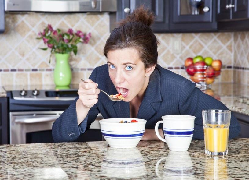 Najczęściej jesz śniadanie w pośpiechu? Uważaj! /©123RF/PICSEL