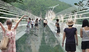 Najdłuższy szklany most powstanie w Chinach