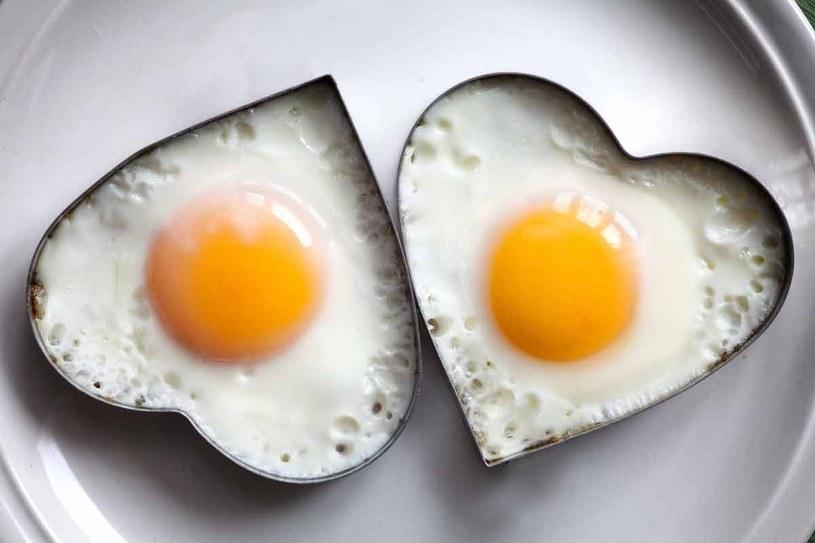 Najlepiej wybierać jajka z ekologicznego chowu /©123RF/PICSEL