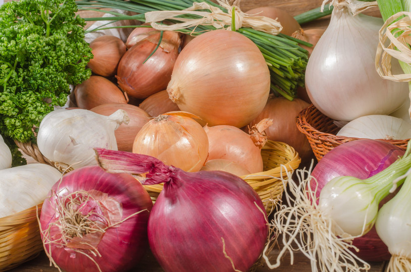 Najlepiej wykluczyć ze swojej diety cebulę i czosnek /©123RF/PICSEL