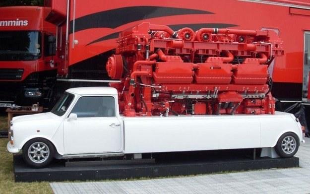 Najmniejszy samochód, największy silnik... /