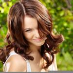 Najmodniejsze fryzury bez wizyty u fryzjera