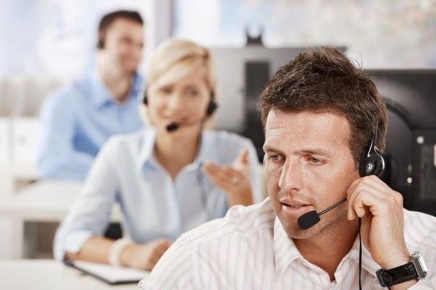 Najniższe pensje otrzymują konsultanci telefoniczni /123RF/PICSEL