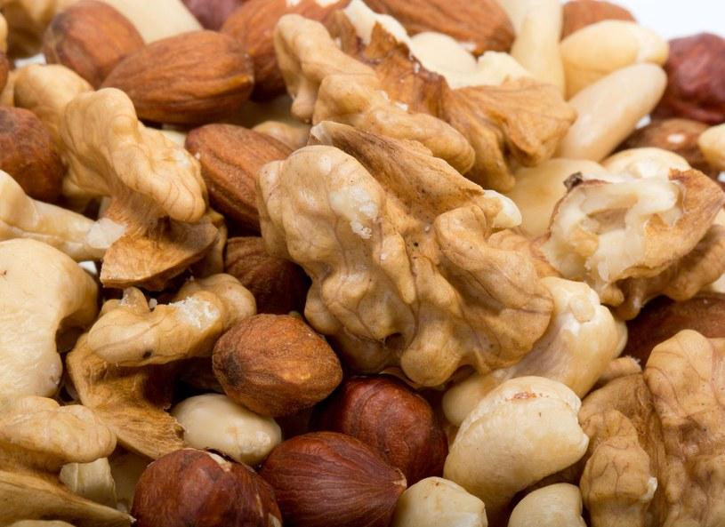 Najnowsze badania wskazały, że dieta roślinna w znaczącym stopniu obniża ryzyko zachorowania na raka jelita grubego /Picsel /©123RF/PICSEL