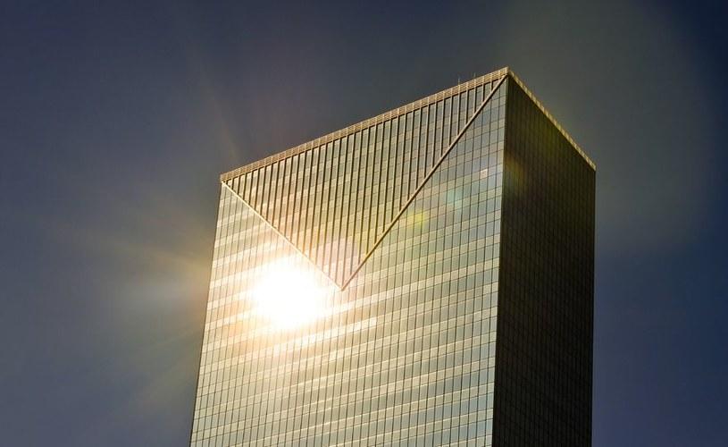 Najnowsze okna fotowoltaiczne to połączenie paneli słonecznych i szyb /©123RF/PICSEL