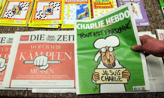 "Najnowszy numer ""Charlie Hebdo"" /PAP/EPA/PATRICK SEEGER /PAP/EPA"