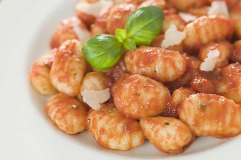Najpopularniejsze gnocchi to te serwowane z sosem pomidorowym i parmezanem /© Panthermedia