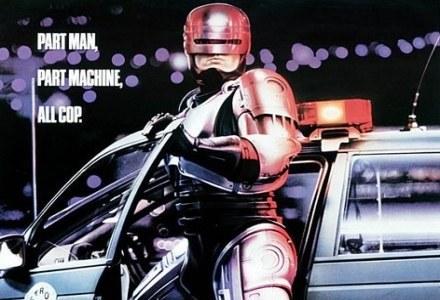 """Najpopularniejszy robo-glina w mieście.      Fragment plakatu promującego film """"Robo-cop"""" /materiały prasowe"""