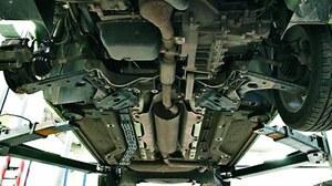 Najsłabszą stroną zawieszenia są górne łożyska kolumn McPhersona. Problemy wynikają z faktu, że mają zbyt mało kulek. Wycieki oleju trafiają się na szczęście sporadycznie. Najszybciej rozszczelniają się oczywiście wersje wysokoprężne. /Motor