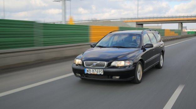 Najsłabszym punktem samochodu jest zawieszenie. Sworznie wahaczy wymienia się czasem 2 razy w roku. /Motor