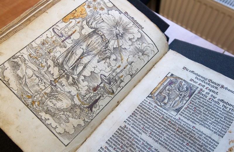 Najstarsze, pochodzącego z września 1522 r., wydanie Nowego Testamentu w przekładzie Marcina Lutra /Andrzej Grygiel /PAP