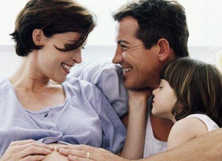 Najszczęśliwsze są te dzieci, które mieszkają z obojgiem rodziców /ThetaXstock