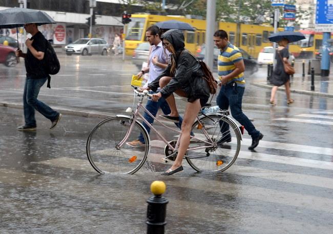 Najwięcej deszczu spadnie w sobotę /Marcin Obara /PAP