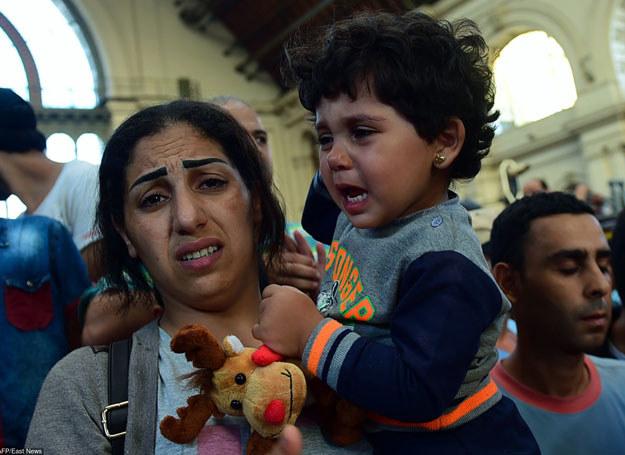 Najwięcej imigrantów trafia do Niemiec z Węgier. Na zdjęciu dworzec Keleti, 1.09.2015 /Attila Kisbenedek /East News