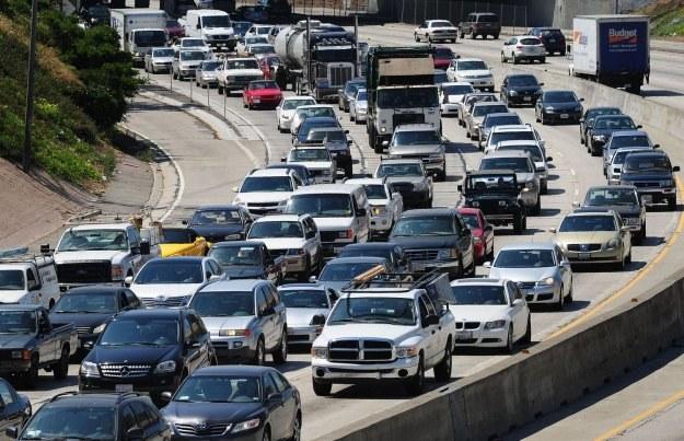 Najwięcej samochodów jeździ po drogach USA /AFP
