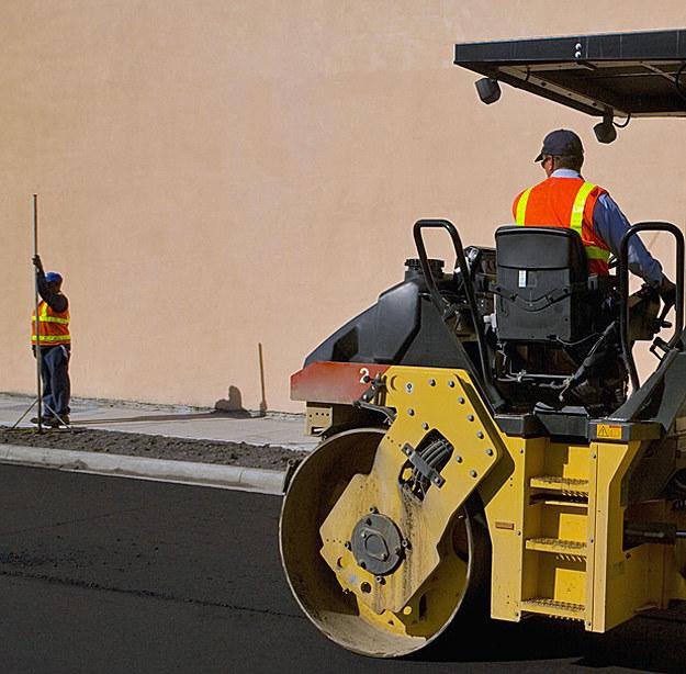 Najwięcej zawodów, w których brakuje rąk do pracy, występuje w budownictwie /© Glowimages