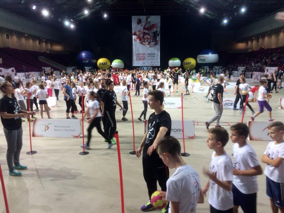 Największa w Polsce lekcja WF-u odbywa się na warszawskim Torwarze /Patryk Serwański (RMF FM) /RMF FM